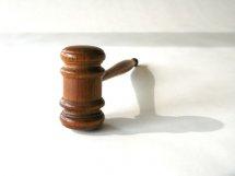 Kancelaria prawna - młotek sędziego